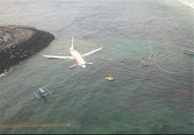 هواپیمای اندونزیایی در دریا فرود آمد