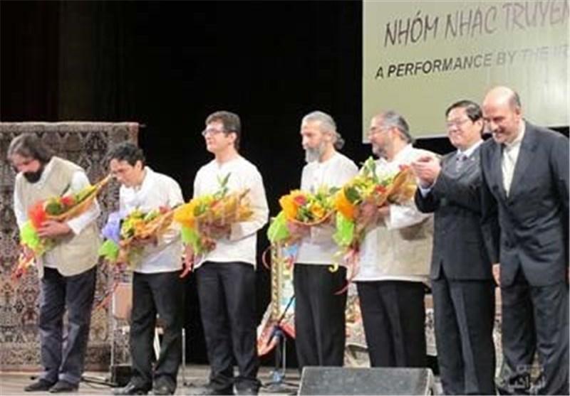 استقبال از همایون در اپرا هاوس هانوی، اجرای موسیقی ایرانی در تلویزیون ویتنام