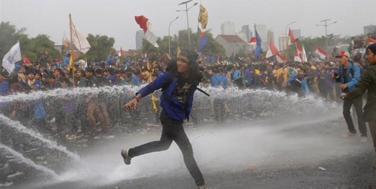 اعتراضات اندونزی؛ 265 دانشجو و 39 پلیس مجروح شدند