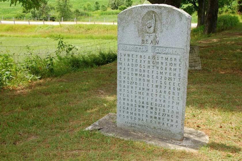 معمای سنگ قبرهای پازلی؛ کانادا