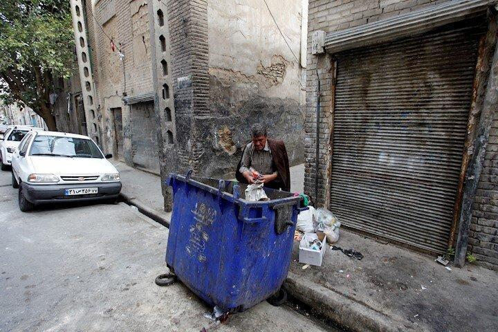 بازار گرم زباله فروشی در خیابان کرمان