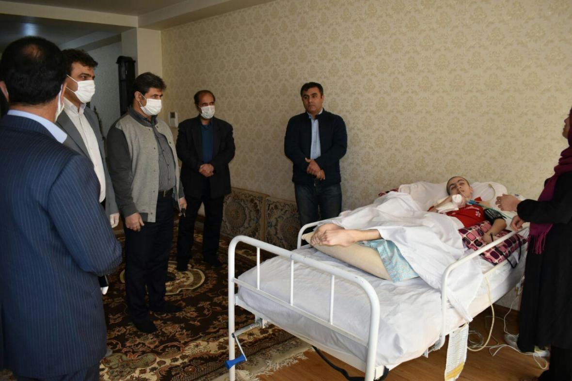 خبرنگاران مدیرکل ورزش استان البرز از تکواندوکار حادثه دیده فردیسی دلجویی کرد