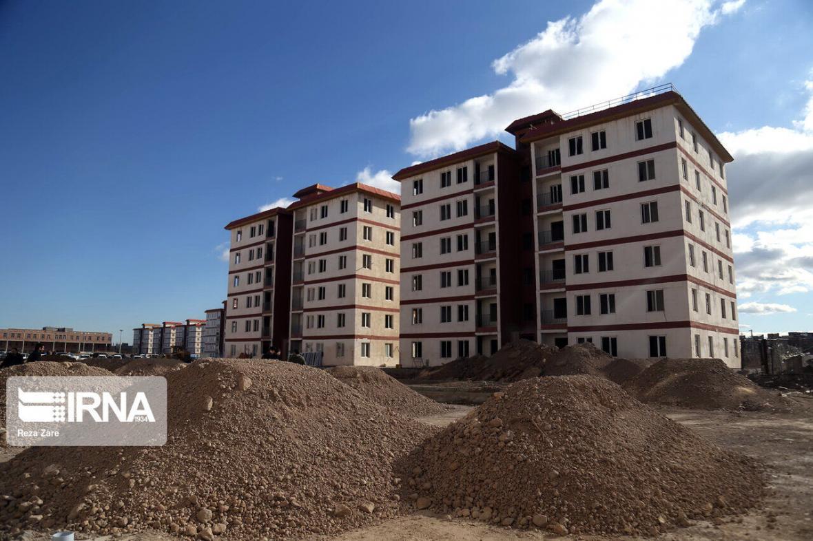 خبرنگاران خیر محلاتی ساخت 20 واحد مسکونی محرومان را متعهد شد
