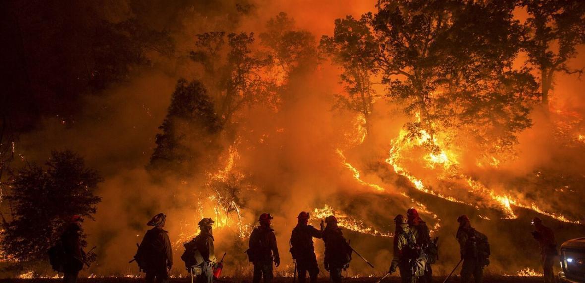 خبرنگاران آتش سوزی های مرگبار در ایالت های غربی آمریکا