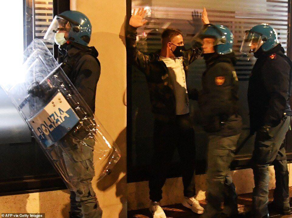 خبرنگاران راست های افراطی با پلیس ایتالیا درگیر شدند