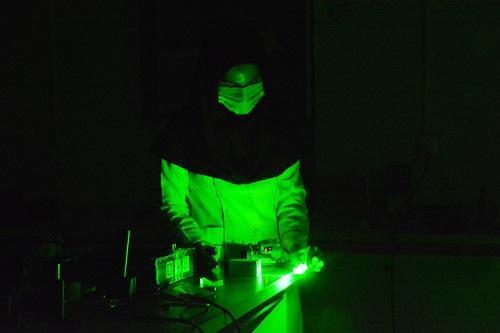 شش لیزر در مرکز تحقیقات لیزر و پلاسمای دانشگاه شهید چمران اهواز ساخته شد