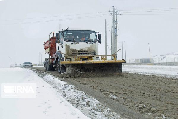 خبرنگاران عملیات برفروبی در13هزارو 655 کیلومتر از جاده های استان مرکزی انجام شد