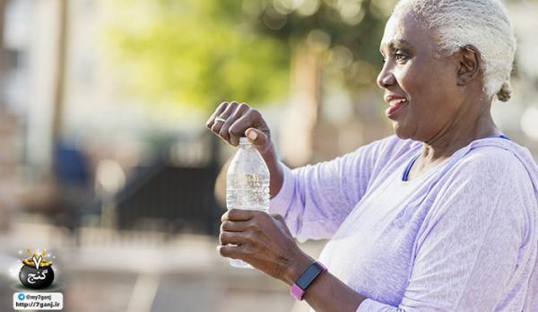 7 غذا و نوشیدنی برای هنگامی که بدن تان دچار کم آبی شده است