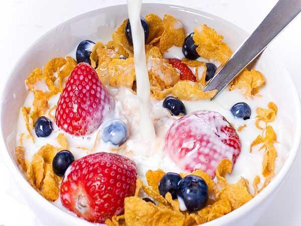 مقاله: طرز تهیه کورن فلکس خانگی رژیمی برای صبحانه